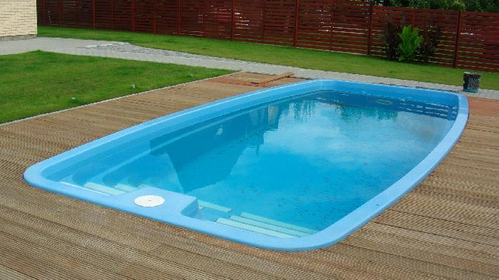 Costs prices quotes of building a swimming pool in your for Garden pool uk